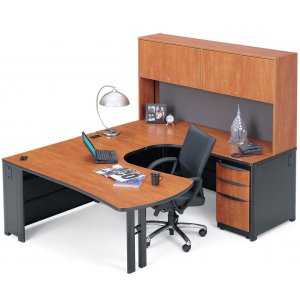 Single Office with Right Credenza-8ft 6in x 6ft