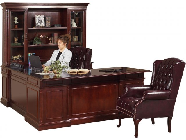 Executive U Shape Office Desk W/Right Credenza